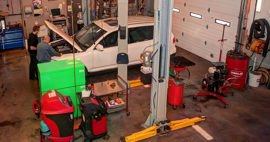 Green tool box, A/C repair, professional auto repair, European auto repair, inspection station, mechanic, hones mechanic, professional mechanic, modern facility.