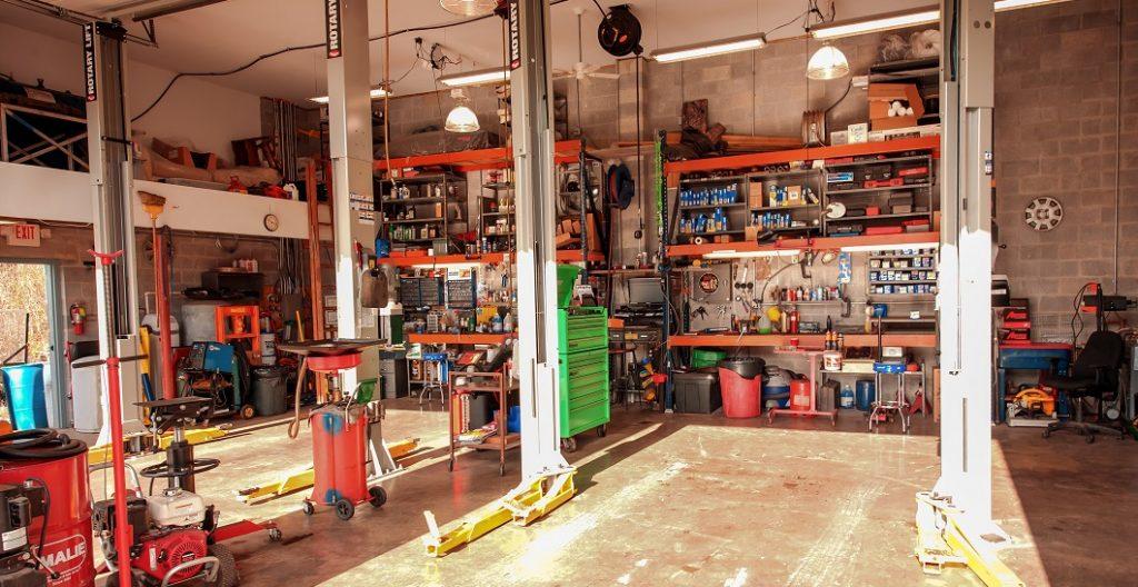 Two lift shop, a/c repair, air conditioning repair, professional auto repair, European auto repair, inspection station, mechanic, hones mechanic, professional mechanic, modern facility