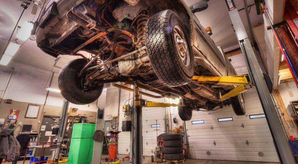 Truck repair, tires, brakes, heavy lift, plow truck, auto repair, inspection station, mechanic, hones mechanic, professional mechanic, modern facility